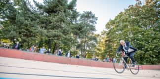 Jan Fabre, Une tentative de ne pas battre le record du monde de l'heure établi par Eddy Merckx à Mexico en 1972..., 29-09-2016 - performance al velodromo del Parc de la Tête d'Or, Lione - photo Gilles Reboisson