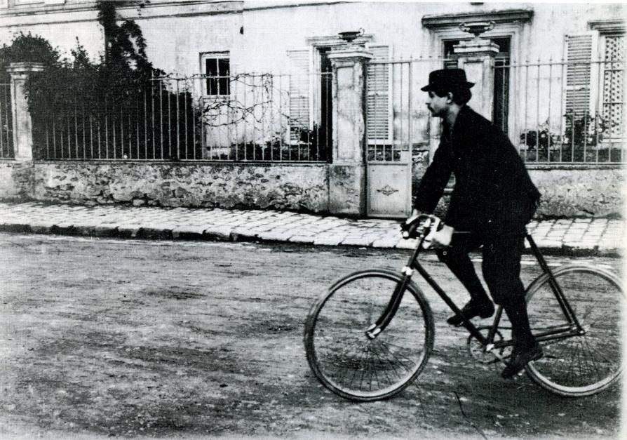 Alfred Jarry sulla sua bicicletta Clément luxe 96