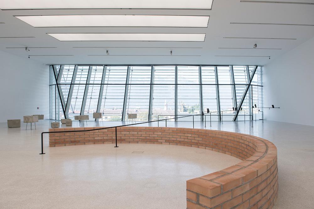 Judith Hopf – Up - exhibition view at Museion, Bolzano 2016 - photo Luca Meneghel