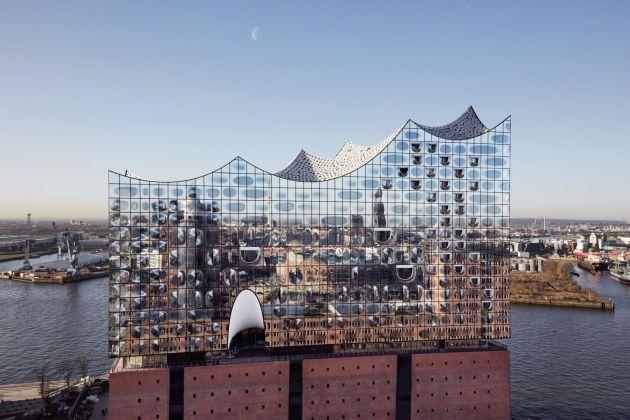 La Elbphilharmonie di Herzog & De Meuron (foto Maxim Schulz)