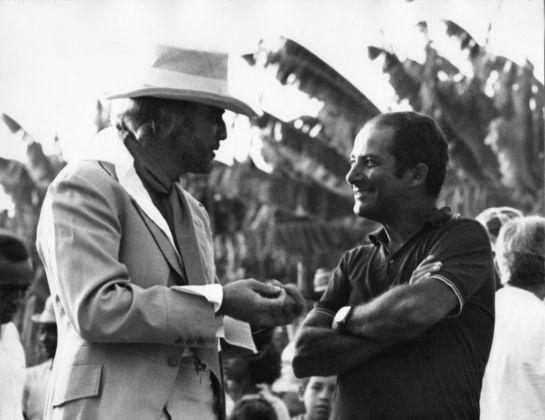 Marlon Brando e Gillo Pontecorvo sul set di Queimanda, 1968