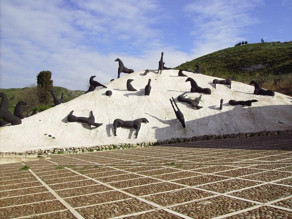 Museo delle Trame Mediterranee, Gibellina, La Montagna di sale di Mimmo Paladino
