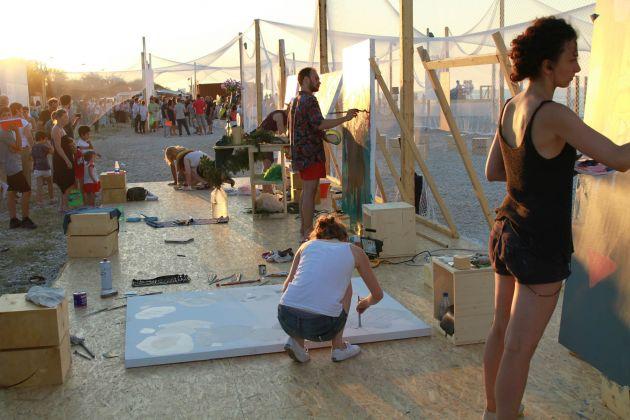 Mutatosi in una pioggia d'oro. Painting as Performance, Demanio Marittimo Km 278, Marzocca di Senigallia 2014