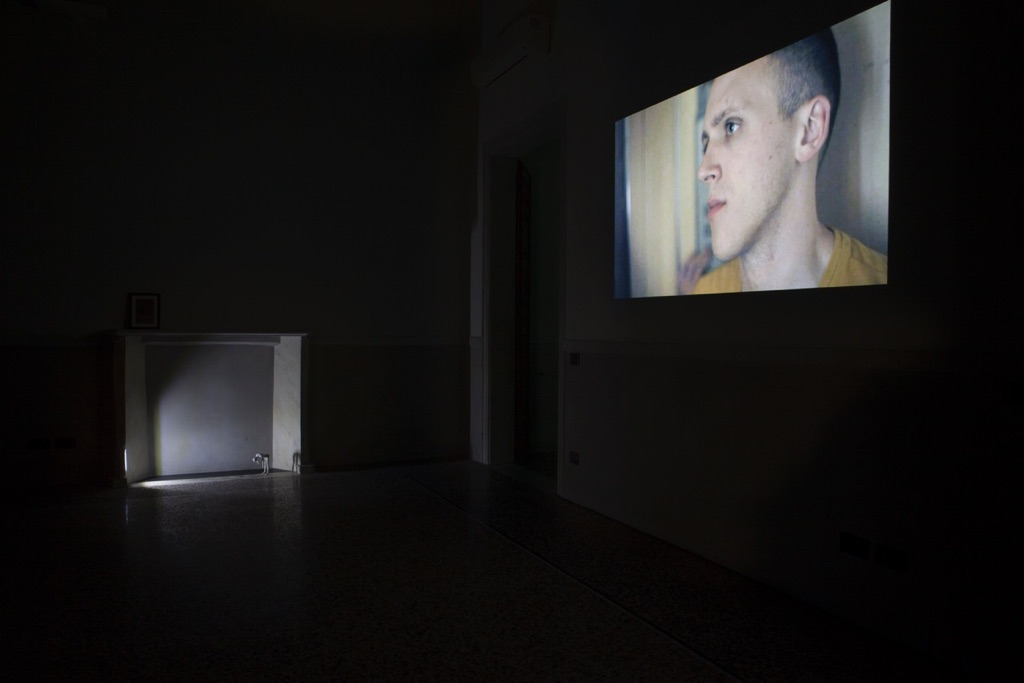 Pavilion Suite, exhibition view, opere di Ian Law e Zayne Armstrong. Photo Gaia Cambiaggi, ©THEVIEW, 2016