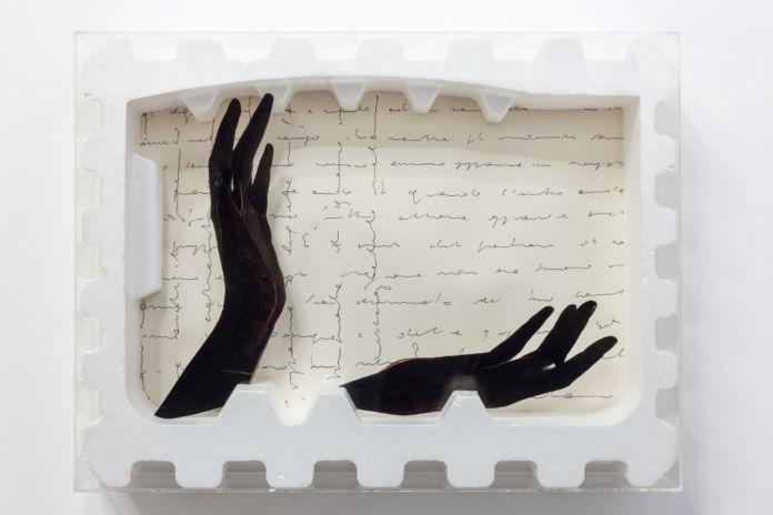 Tomaso Binga, Mani per una parabola, 1973, polistirolo, collage e plexiglas, cm 50,3 x 60,6 x 9,4, Galleria Tiziana Di Caro, Napoli