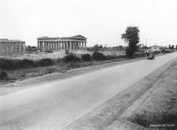 Atelier Vasari Roma, ss18 Tirrenica, Tempio di Nettuno, Paestum, 1930, Courtesy Archivio Anas