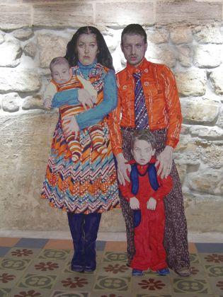 Cristiano De Gaetano, Family in the Old City, 2007, cera pongo su sagoma di legno. Collezione privata