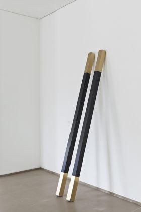Davide Allieri, Attraction, 2013, scultura, legno, vernice e ottone. Courtesy RITA URSO Artopia Gallery. Foto Maxime Galati-Fourcade