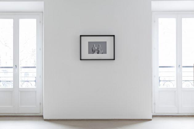 Davide Allieri, Twins, 2017, fotografia bianco e nero, stampa inkjet. Courtesy RITA URSO Artopia Gallery. Foto Maxime Galati-Fourcade