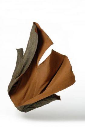 Enzo Guaricci, Cappotto accappottato, 2009. Acquaviva delle Fonti, collezione dell'artista