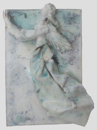Fausto Melotti, Angelo su piastra, 1950 ca., ceramica smaltata policroma, 28x21 cm