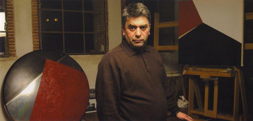 Giuseppe Friscia nel suo studio