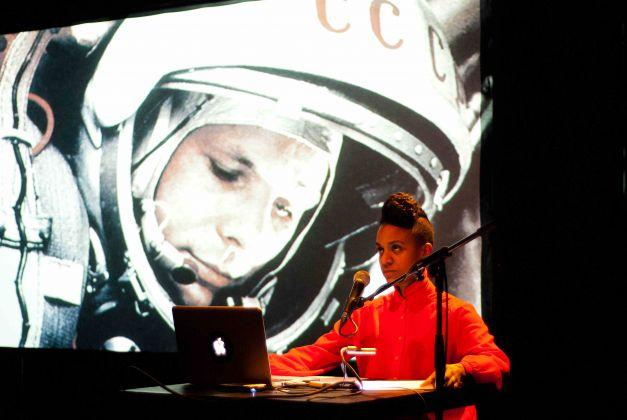 Kapwani Kiwanga, Afrogalactica. A Brief history of the Future, Gorki Theatre, Berlino 2014. Photo credit Emma Haugh