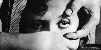 La scena più celebre di Un chien andalou (1929) diretto da Luis Buñuel e Salvador Dalí