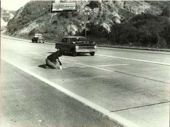 Lotty Rosenfeld, Santiago De Chile, 1943. Ruta Santiago - Valparaíso Acción De Arte, 1981. Fotografía Blanco Y Negro. Vintage