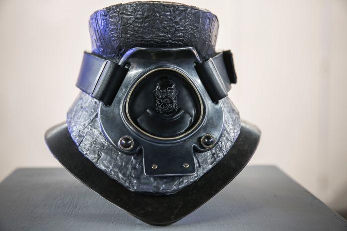 Mustafa Sabbagh. Il collare realizzato da Paolo Mangano. Photo Kim Mariani