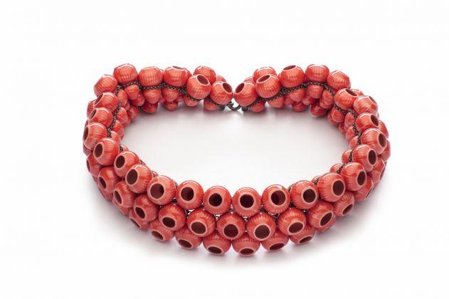 Peter Hoogeboom, Red Lantern, collezione Greenware, Crockery, Chinawear, 2014, collana, porcellana, argento