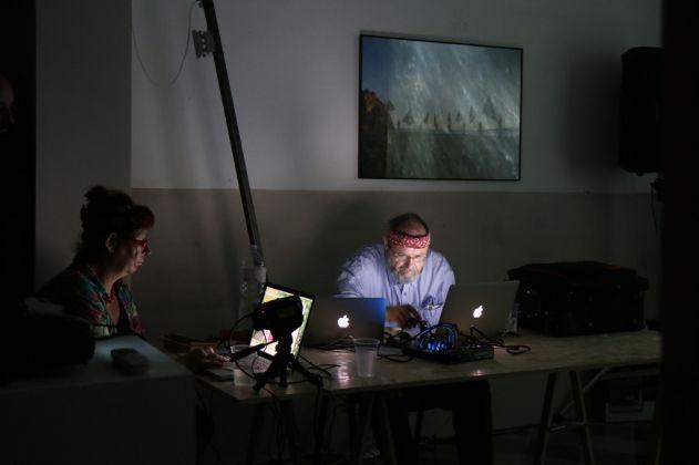 Ramdom. Katherine Liberovskaya e Phill Niblock, Lastation