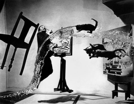 Spanish painter Salvador DALI. Dali Atomicus. 1948 © Philippe HalsmanMagnum Photos