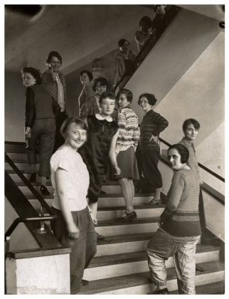 T. Lux Feininger, Studenti sulla scalinata del Bauhaus, 1927 © Bauhaus Archiv Berlin