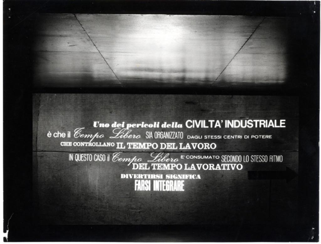 Triennale di Milano, 1964. Tempo libero. Il corridoio delle didascalie
