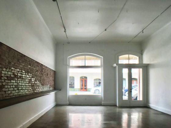 Un interno della galleria Ravizza Brownfield di Honolulu