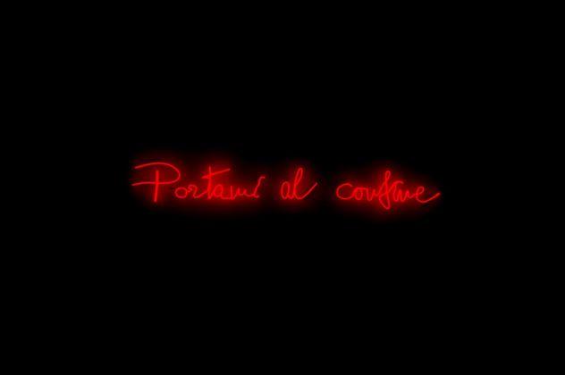 Valerio Rocco Orlando, Portami al Confine, 2016. Neon rosso, 24x180 cm. Collezione MUSMA, Matera. Photo Luca Centola