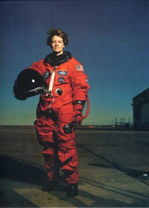 Annie Leibovitz, Women (Astronaut Eileen Collins)