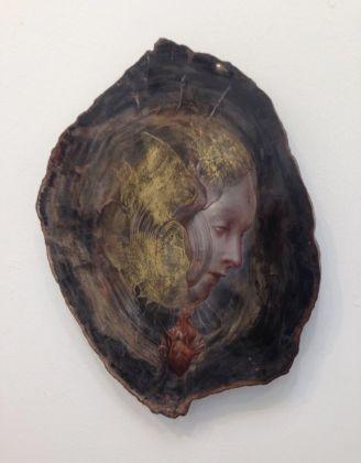 Agostino Arrivabene, Cuore sacro, 2013, foglia d'oro su legno fossile
