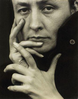 Alfred Stieglitz - Georgia O'Keeffe, Hands, 1918