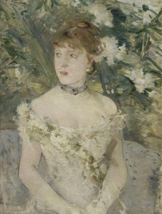 Berthe Morisot, Giovane donna in tenuta da ballo, 1879, olio su tela, 71,5 x 54 cm, Parigi, Musée d'Orsay © René-Gabriel Ojéda – RMN-Réunion des Musées Nationaux – distr. Alinari
