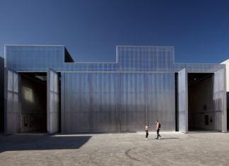 La facciata principale dell'edificio firmato da Rem Koolhaas a Dubai