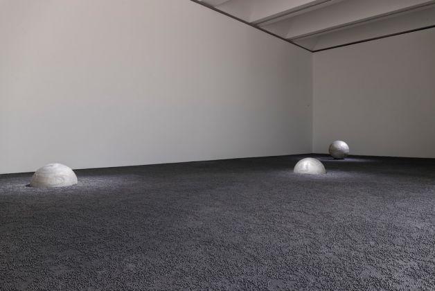Eliseo Mattiacci, La mia idea del cosmo, 2001. Photo Mart, Jacopo Salvi