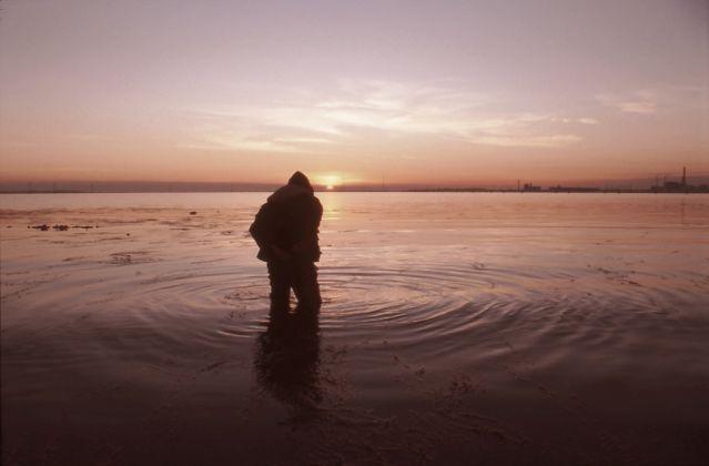 Giorgio Andreotta Calò, Senza titolo (Laguna Sud), 2007. Immagine documentativa dell'azione, Laguna Sud, Venezia