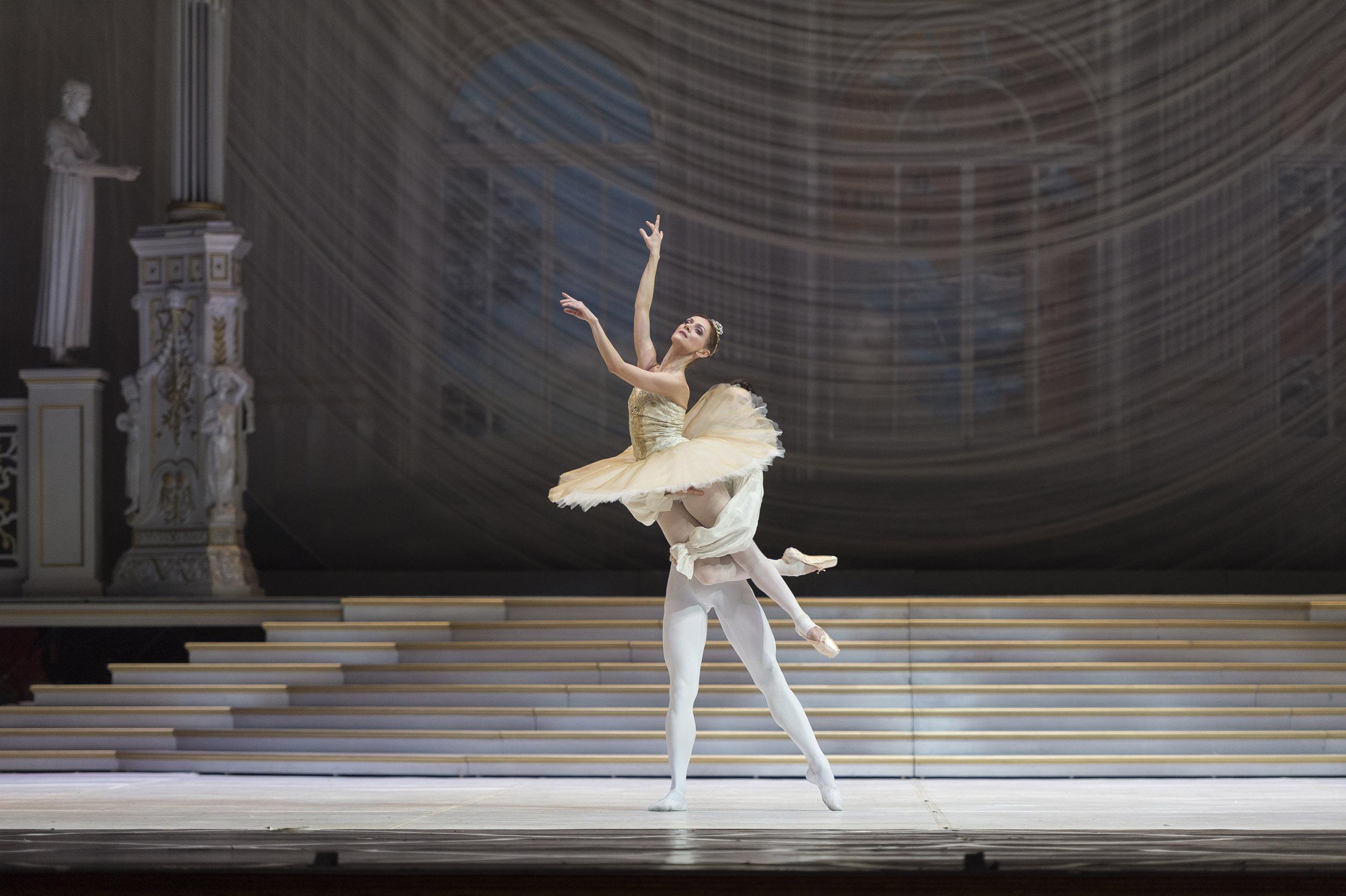 Giuseppe Picone, Cenerentola, Teatro San Carlo, Napoli 2017. Photo Francesco Squeglia