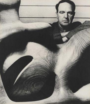 Henry Moore fotografato da Bill Brandt nel 1946