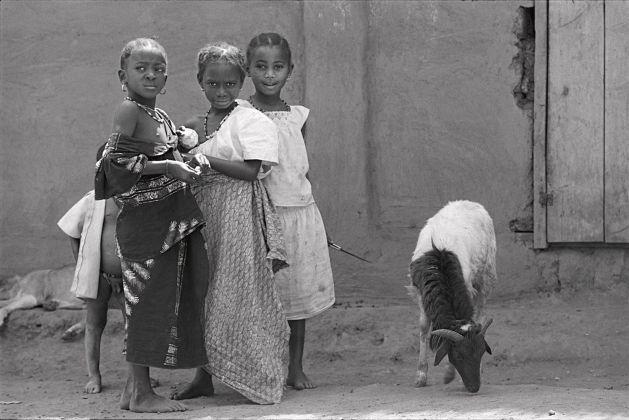 il fratellino timido, Djenné Mali, 1989, ph. Alessia Bulgari, Fondazione Pianoterra