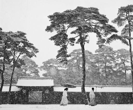 Japan. Tokyo. Courtyard of the Meiji shrine. 1951. © Werner Bischof-Magnum Photos