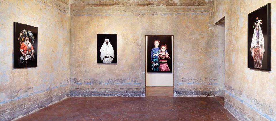 Leila Alaoui. Je te pardonne. Installation view at Galleria Continua, San Gimignano 2017. Courtesy the artist & Galleria Continua, San Gimignano, Beijing, Les Moulins, Habana