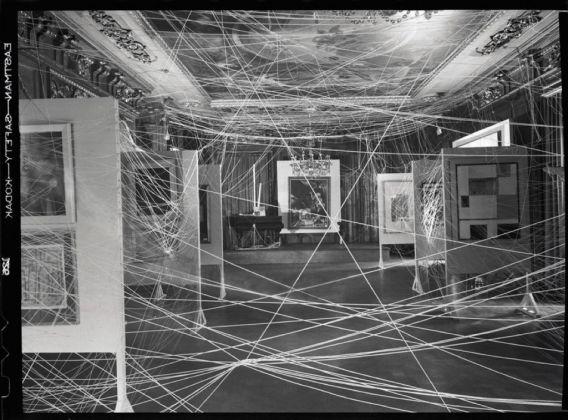 Marcel Duchamp, Sixteen Miles of String, New York, 1942