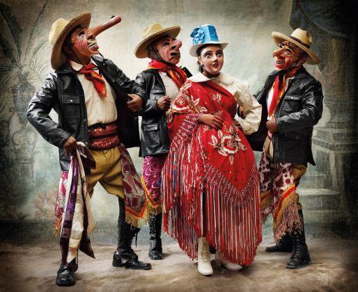 Mario Testino, Traje de la danza Majeño. Courtesy Collezione Hochschild
