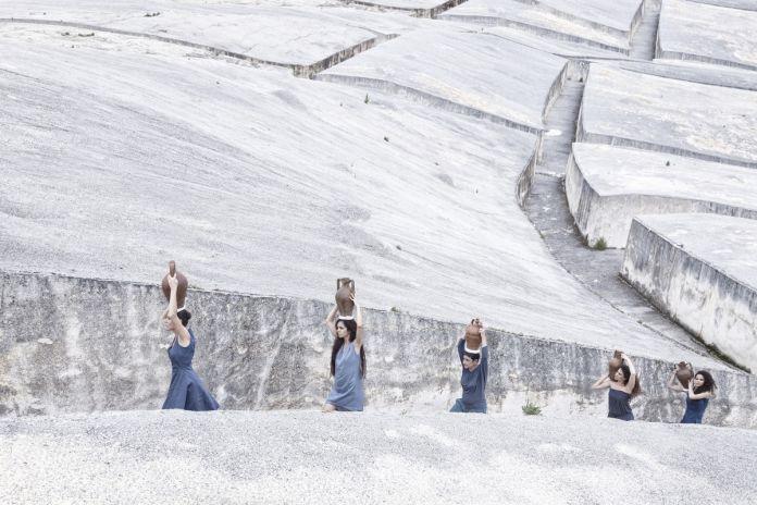 Marzia Migliora, Aquamicans, 2013, realizzata al Grande Cretto di Alberto Burri, Gibellina, archivalpigmentprint, 110 x 180 cm, courtesy dell'artista e Galleria Lia Rumma Milano e Napoli