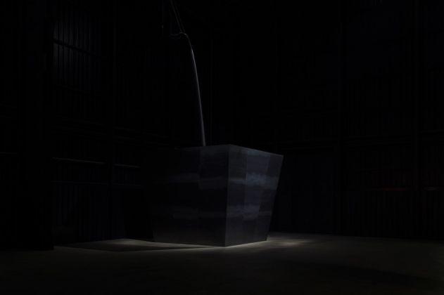 Miroslaw Balka, Wege zur Behandlung von Schmerzen, 2011. Installation view at Pirelli HangarBicocca, Milano 2017. Courtesy of the artist and Pirelli HangarBicocca, Milano. Photo © Attilio Maranzano