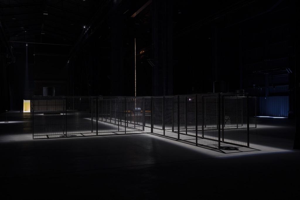 Miroslaw Balka. CROSSOVER-S. . Exhibition view at Pirelli HangarBicocca, Milano 2017. Courtesy of the artist and Pirelli HangarBicocca, Milano. Photo © Attilio Maranzano