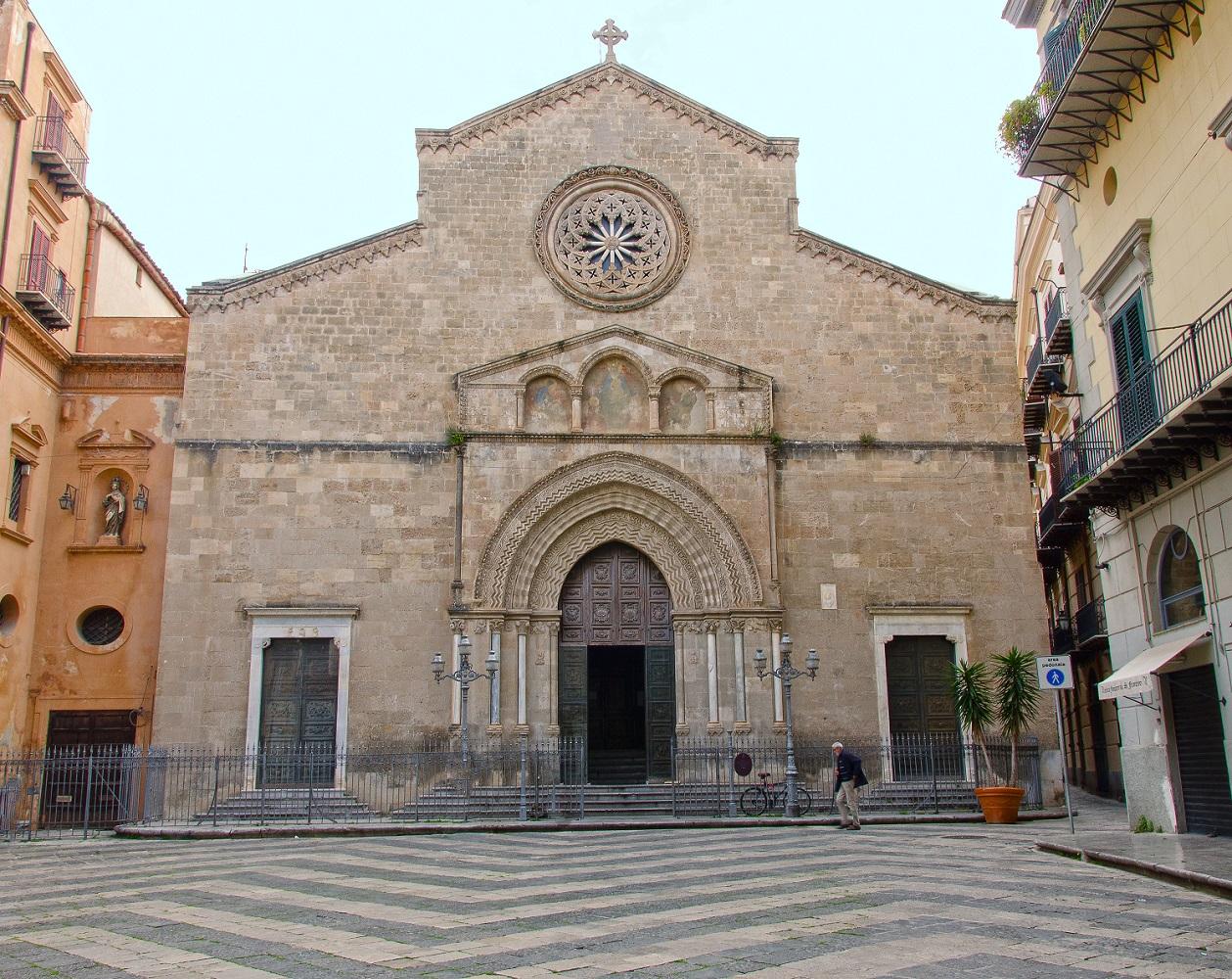Palermo, Piazza San Francesco, la Basilica adiacente alla RizzutoGallery