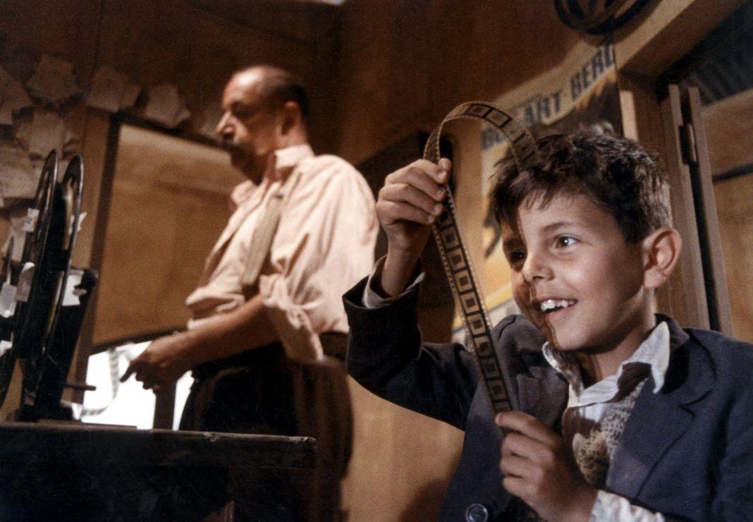 Philippe Noiret e Totò Cascio in Nuovo Cinema Paradiso