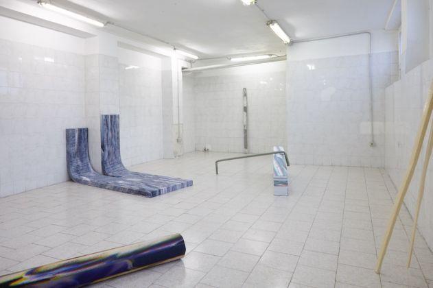 Sara Enrico. A terre, en l'air. Installation view at Tile Project Space, Milano 2017. Photo Floriana Giacinti