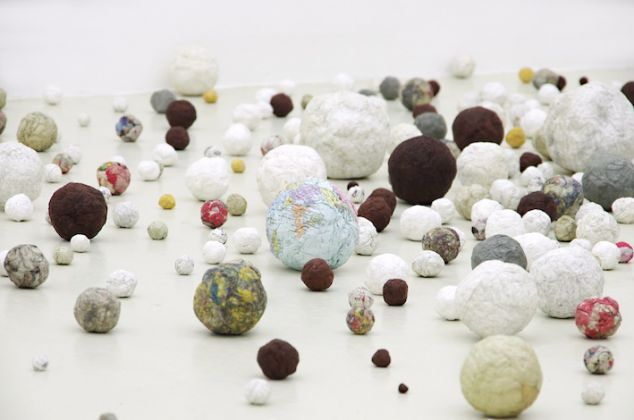 Satoshi Hirose, Tama, installation view at Galleria Umberto Di Marino Gallery, Napoli, 2015, courtesy Galleria Umberto Di Marino