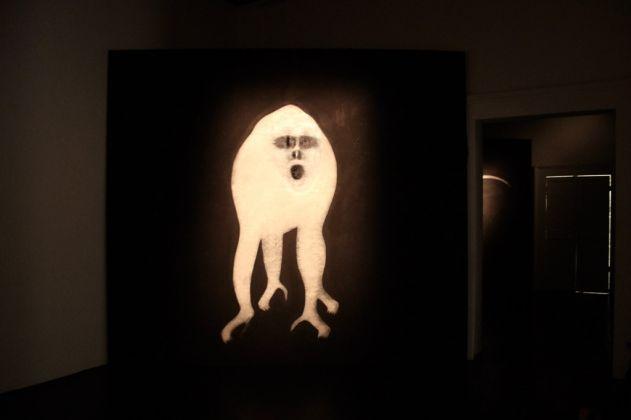 Sergio Ragalzi, Parola alle Scimmie, installazione sonora a cura di Elsa Agalbato, Fabio Sargentini, L'Attico, Roma 2017. Photo Donatella Pinocci