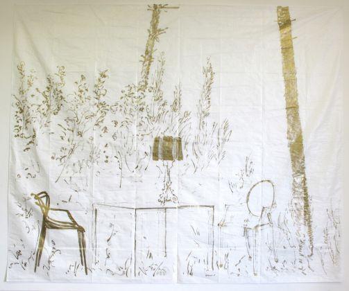 Stefano Arienti, Studi per Fra gli alberi, 2015, inchiostro oro su telo antipolvere, installazione composta da 4 teli 290 x 350 cm ciascuno, courtesy Fondazione Kartellmuseo